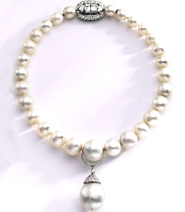 Single-strand Antique pearl necklace